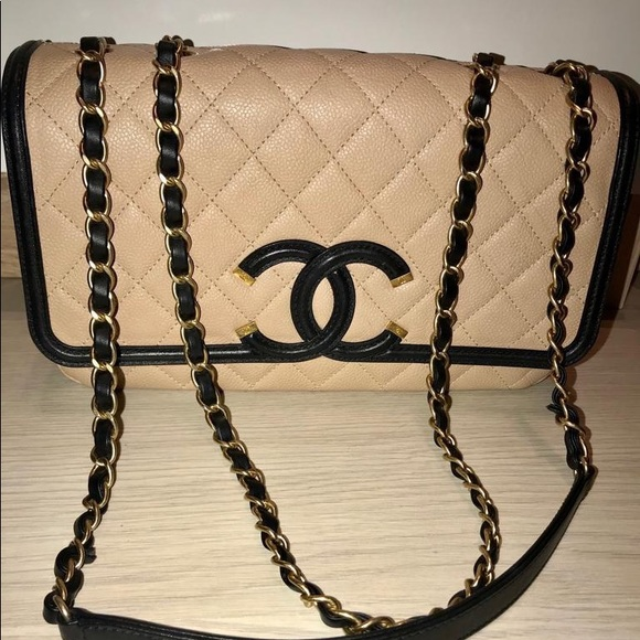 CHANEL Handbags - Chanel Medium Filigree Caviar Bag